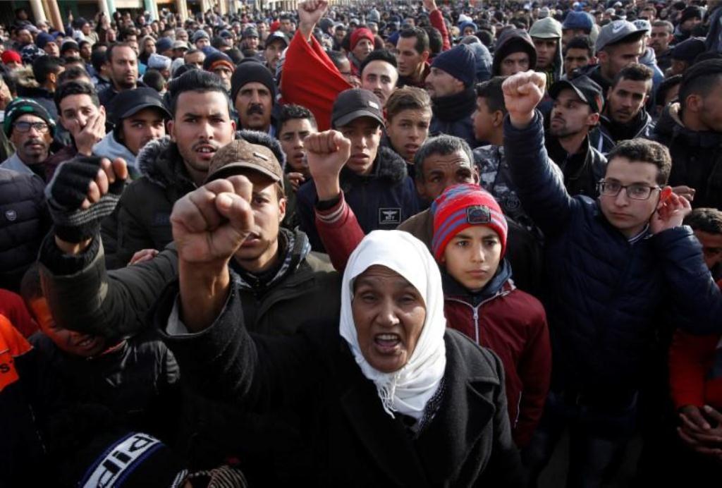 صورة السلطات المغربية تقول إنها ستتعامل بحزم مع احتجاجات