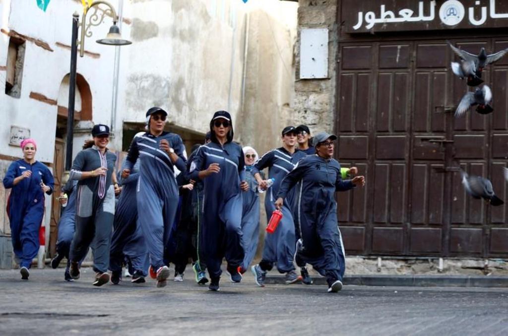صورة السعوديات يحتفلن باليوم الدولي للمرأة بالركض في شوارع جدة