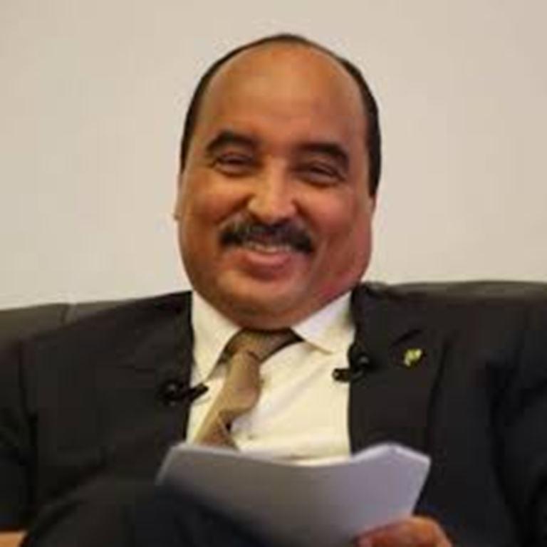 صورة ساخر: عزيز يعيد النظر في تصريحاته بعد اجتماع مع ذي الوزارتين ووزير النطق و الوزير الأول وآخرين