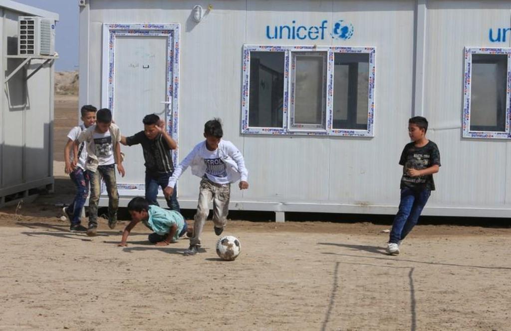 صورة أطفال أقلية الكاولية العراقية يعودون إلى الدراسة بعد انقطاع