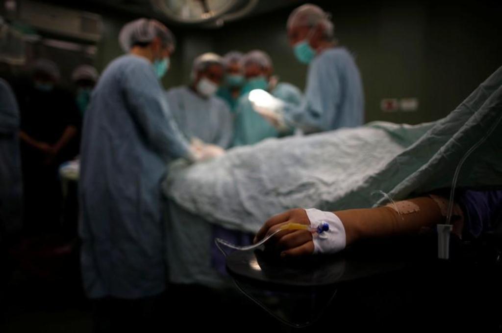 صورة مهارات الجراحة تتحسن مع تقدم الأطباء في العمر حسب دراسة