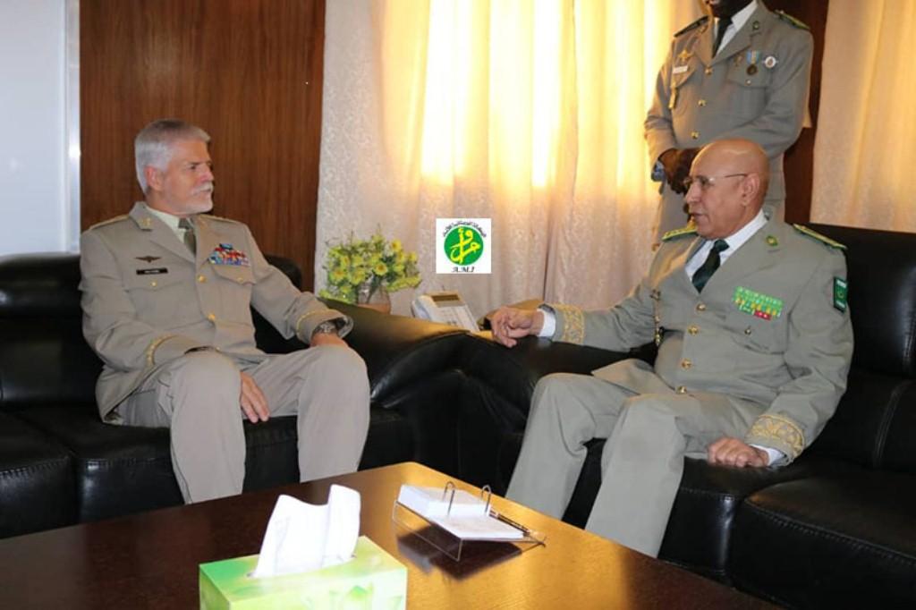 صورة قائد الجيوش الموريتانية يلتقي قائدا عسكريا في حلف شمال الاطلسي