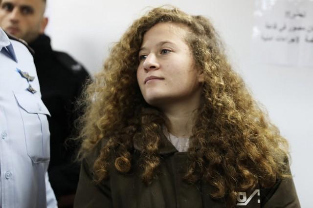صورة في تقرير لرويترز: عهد التميمي بعد خروجها من السجن تقول المقاومة مستمرة