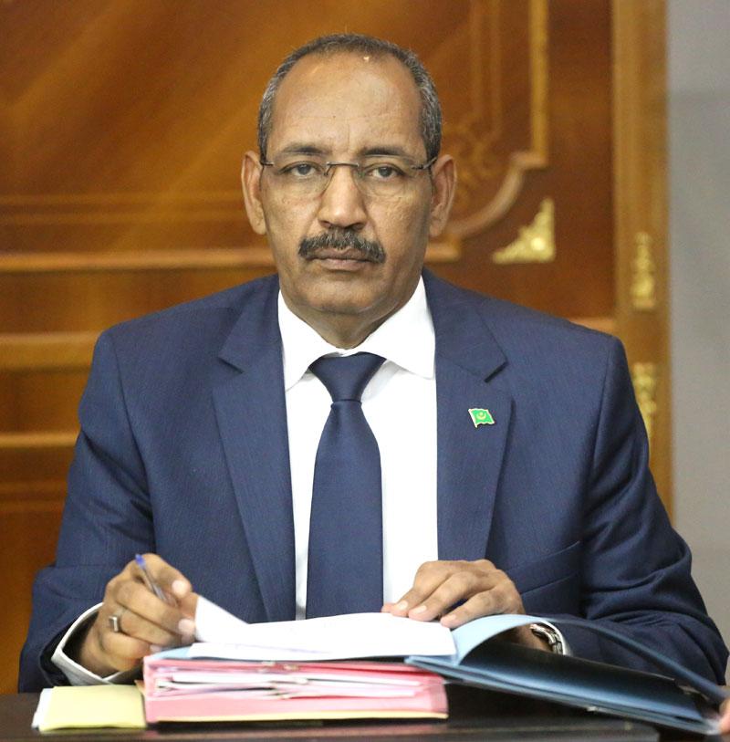 صورة وزير الداخلية الموريتاني يجتمع بممثلين للمعارضة حول مطالب تقدمت بها