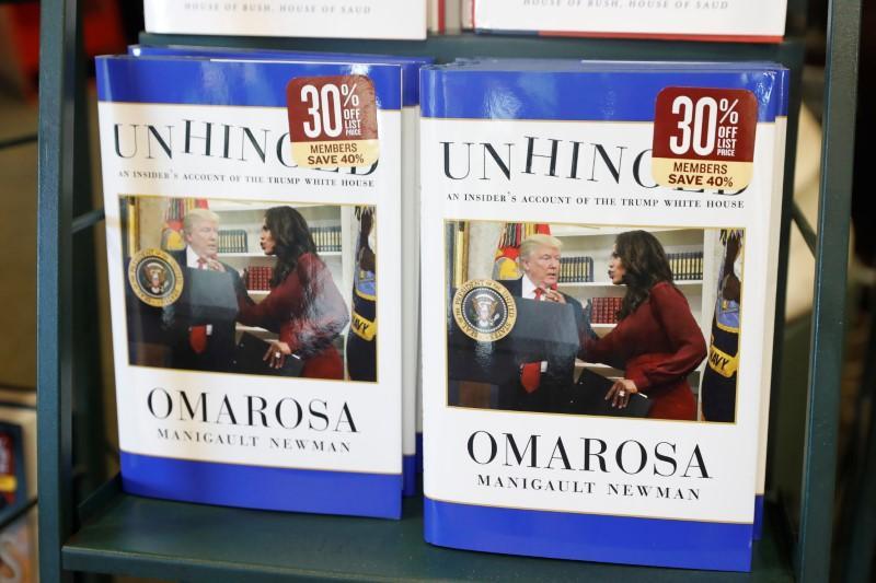 """صورة """"المعتوه""""  كتاب عن ترامب يحتل المركز الثاني في قائمة الأعلى مبيعا في أمريكا"""