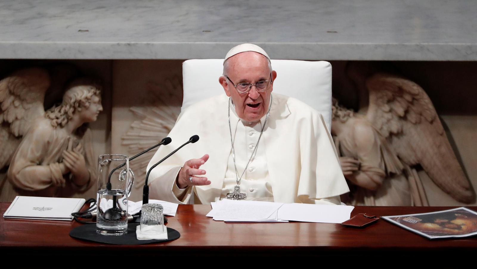 صورة البابا يدين الانتهاكات الجنسية ضد الأطفال في الكنيسة والفساد داخلها