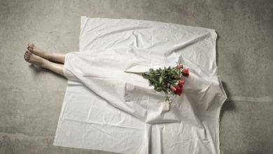 صورة رجل يعيش عاما مع جثة والدته ليقبض معاشها التقاعدي