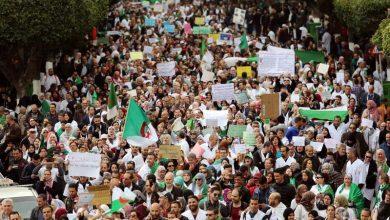 صورة الحزب الحاكم في الجزائر يدعم المحتجين ويحذر من أي فراغ في القيادة