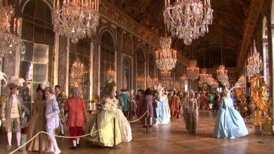 صورة المئات يعيشون حياة الملوك في حفل راقص بقصر فرساي الفرنسي