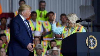 صورة مصنع يخيّر عماله: احضروا خطاب ترمب أو لا أجر لكم