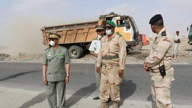 صورة قائد الأركان يتفقد حملة نظافة نواكشوط