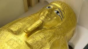 صورة عودة تابوت كاهن مصري قديم للديار بعد نهبه وعرضه في نيويورك