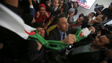 """صورة الرئيس الجزائري المنتخب يقول إنه سيبدأ """"مشاورات"""" من أجل دستور جديد"""