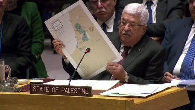"""صورة عباس بالأمم المتحدة: أمريكا تعرض على الفلسطينيين دولة كقطعة """"جبن سويسري"""""""
