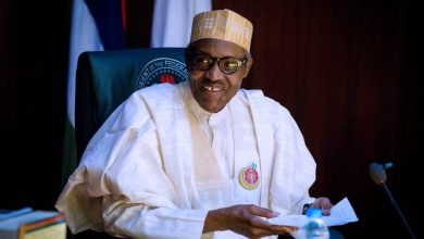 صورة الرئيس النيجيري يطلب من كبير القضاة إطلاق سراح سجناء بسبب كورونا