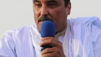 صورة ولد عبد العزيز يمضى ليلته الاولى في قبضة الشرطة..ومقربون منه يسهرون امام منزله