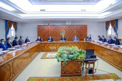 صورة الحكومة تجتمع بالقصر الرئاسي وسط انباء عن تعيينات في بعض المؤسسات ..