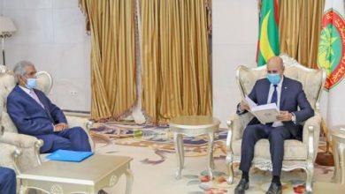 صورة غزواني تسلم رسالة من الرئيس الصحراوي بعد اتصال العاهل المغربي
